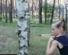 djevojcica_drvo
